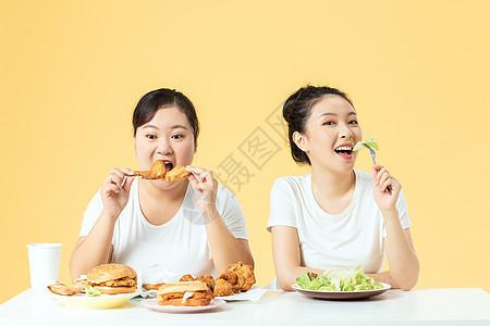 胖瘦姐妹开心美食图片