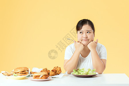 胖女孩吃色拉减肥图片