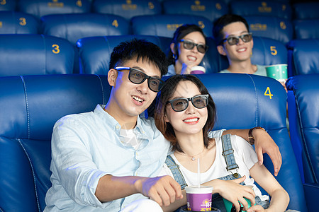 青年情侣看电影图片