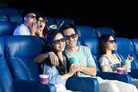 看3D电影的青年们图片