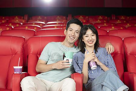 情侣电影院约会看电影图片