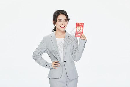 商务女性拿红包图片