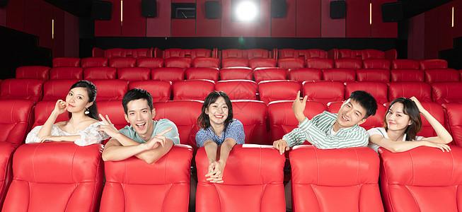 朋友相聚影院看电影图片