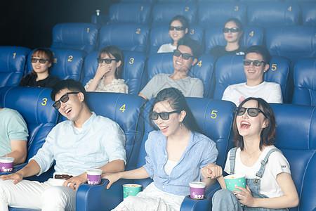 朋友相聚影院看电影 图片