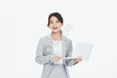 商务女性拿笔记本工作图片