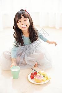 居家儿童喝酸奶图片