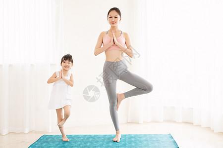 居家母女健身瑜伽图片