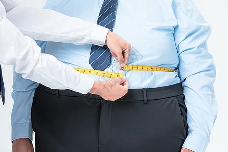 肥胖商务男性量腰围图片