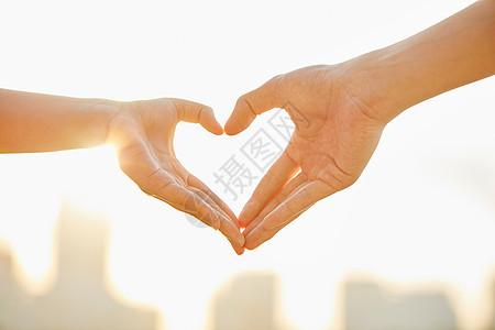 情侣比爱心手势图片