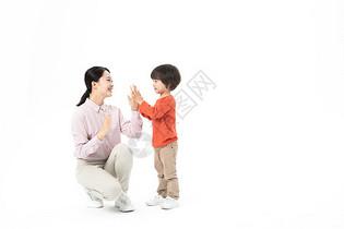 母子亲密拍手玩耍图片