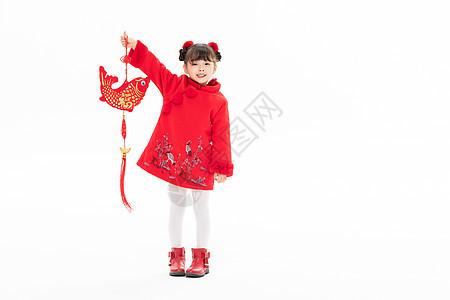 小女孩手拿红鲤鱼图片