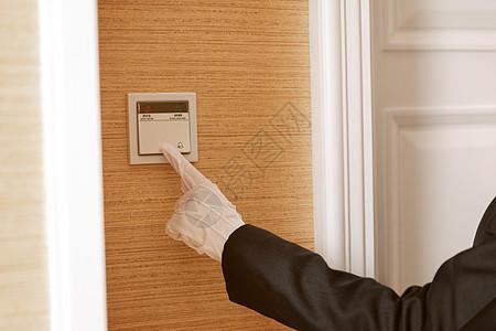 酒店服务贴身管家按门铃图片
