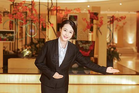 酒店迎宾服务人员图片