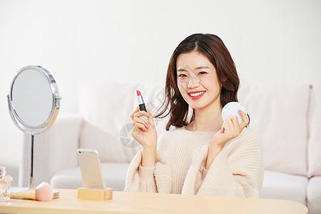 可爱美女手机直播推荐化妆品图片