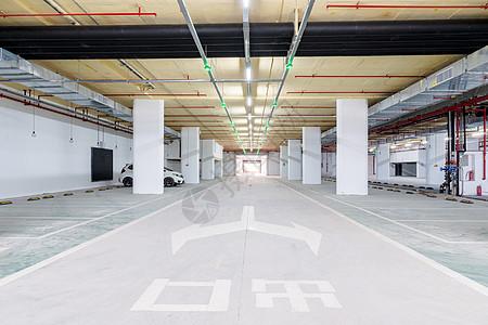 室内停车场出口图片
