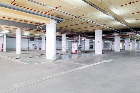 室内地下停车场停车位图片