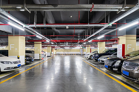 室内停车场图片