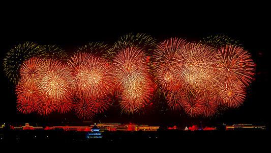 北京天坛的红色烟花图片
