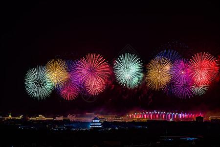 北京天坛的五彩烟花图片