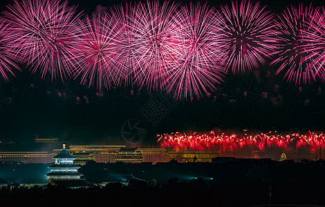 北京天坛的美丽烟花图片