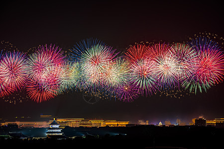 北京天坛夜空中的烟花图片