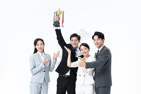 商务团队举奖杯庆祝图片