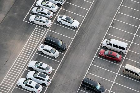 小区停车场图片