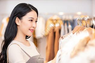 美女逛街购物消费图片