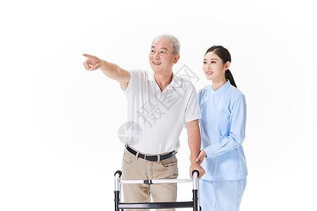 护工陪护老人走路图片