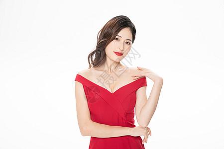 红色礼服气质美女图片