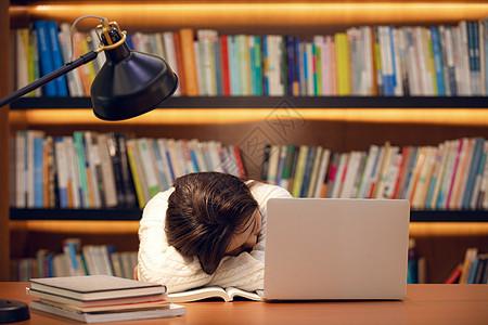 复习打瞌睡的女学生图片