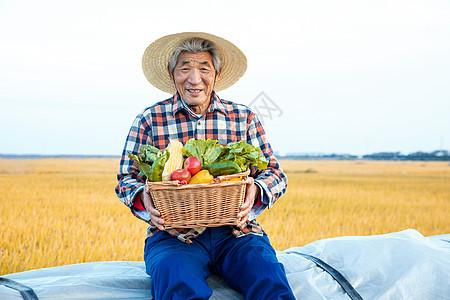 农民伯伯秋季丰收图片