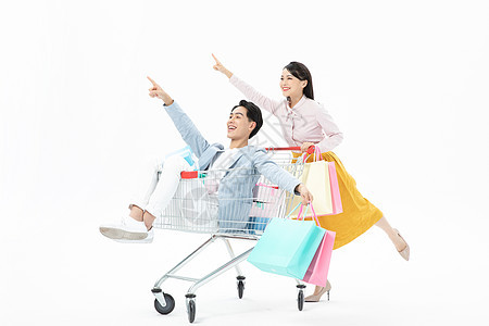 情侣互相推着购物车购物图片