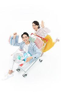 情侣购物车购物图片