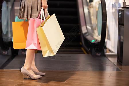 双十一女性购物特写图片