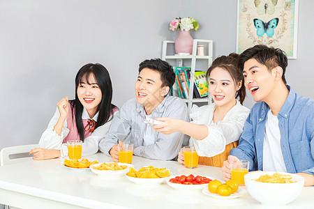 青年欢乐聚会聚餐图片