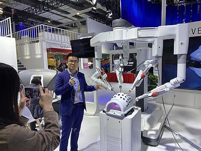 上海进博会达芬奇手术机器人【媒体用图】(仅限媒体用图使用,不可用于商业用途)图片
