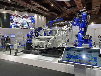 上海进博会汽车组装机器人图片