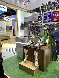 上海进博会科技展馆拥抱机器人图片