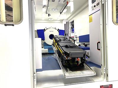 上海进博会展馆移动CT救护车图片