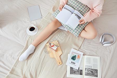 居家美女阅读图片