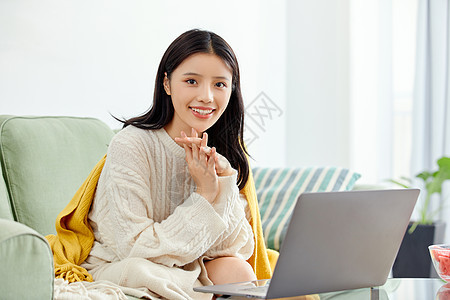 年轻美女居家办公图片