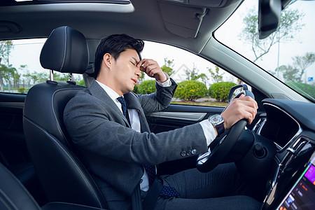 男性司机疲劳驾驶图片