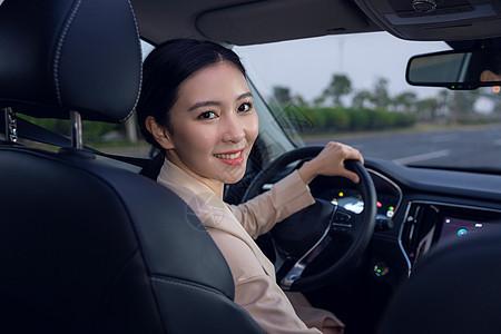 专车女司机代驾图片