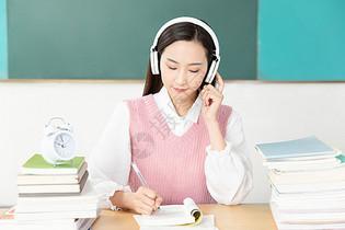 青年女性考研复习听力图片