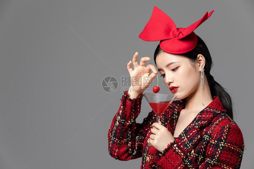 戴礼帽的性感美女图片
