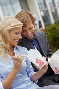 一对夫妇吃中餐外卖图片