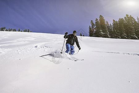 德国斯皮津西男子滑雪下坡图片