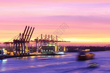 城市港口船舶的时移图图片