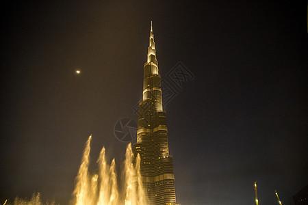 迪拜喷泉和迪拜哈利法夜间低角度视图图片
